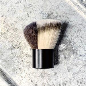 MAC Cosmetics_179 ANGLED SPLIT FIBRE KABUKI BRUSH
